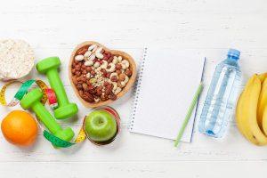 Obst, Nüsse und Hanteln