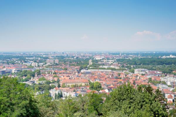 Ausblick auf die Stadt Karlsruhe von der Spitze des Turmbergs