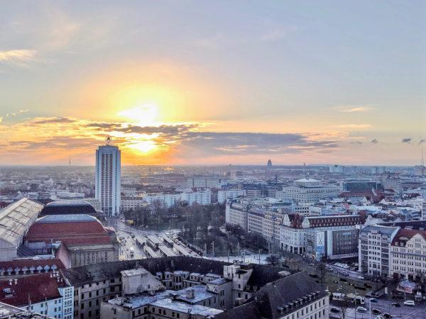 Bild der Stadt Leipzig bei Sonnenaufgang