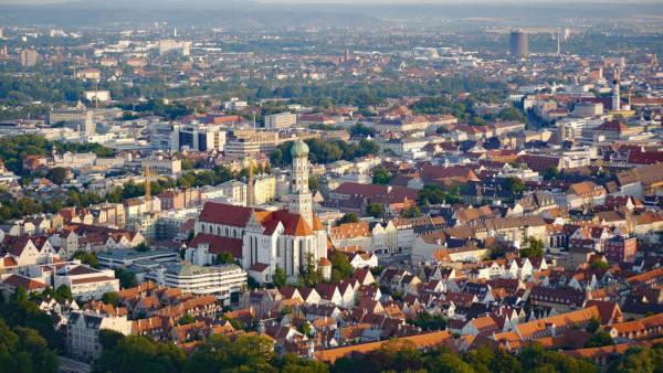 Stadt Augsburg aus der Luft bei Tageslicht