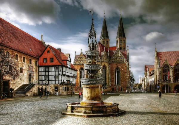 Braunschweig bei aufziehendem Gewitter