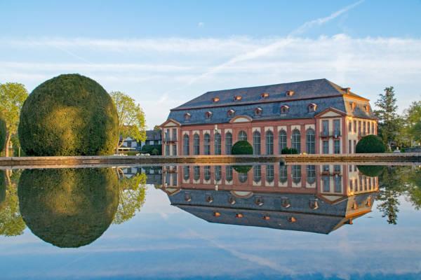 Schloss Darmstadt mit Spiegelung