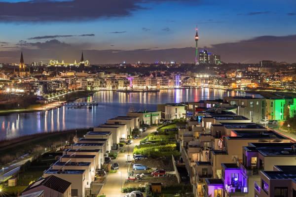 Stadt Dortmund mit Phoenixsee, Signal Iduna Park und Florianturm