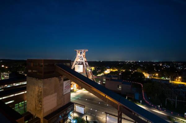 Zeche Zollverein und Stadt Essen bei Nacht